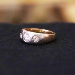 Herrenring mit Diamanten