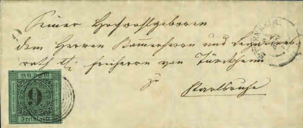 Beschriebener Brief mit aufgeklebter Briefmarke