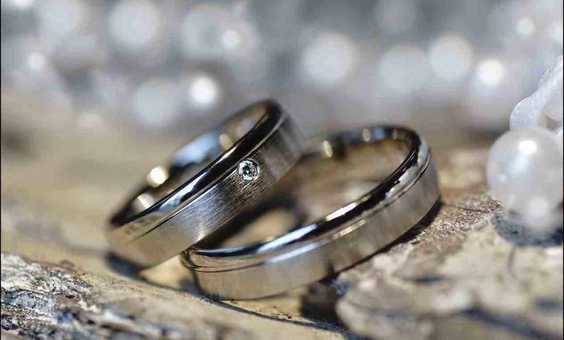 Zwei Ringe aus Weißgold