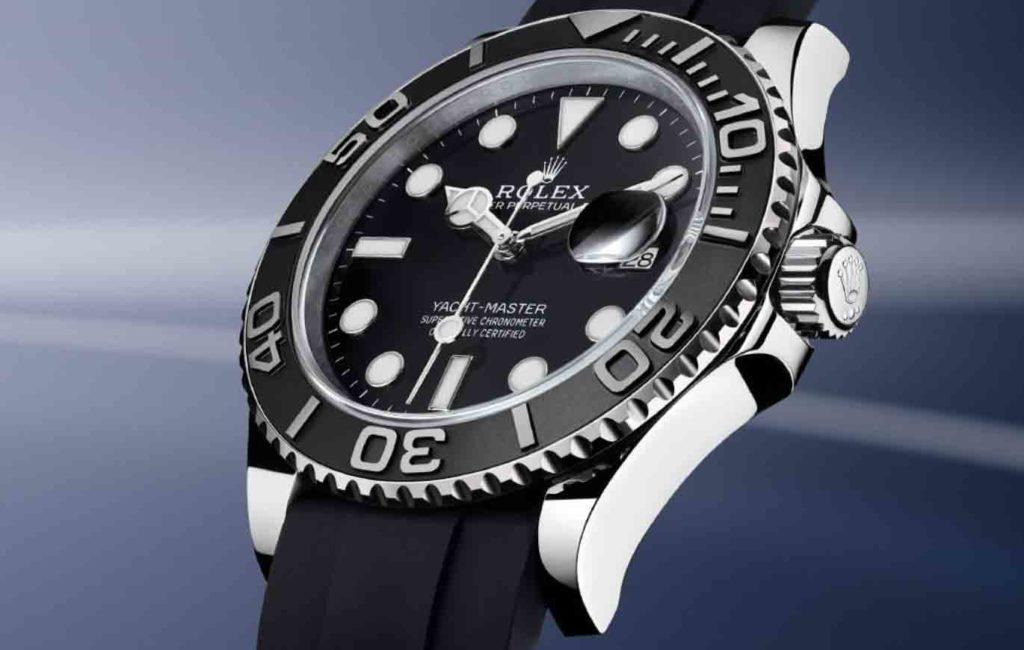 Nahaufnahme einer Rolex Armbanduhr mit Blick auf das Zifferblatt