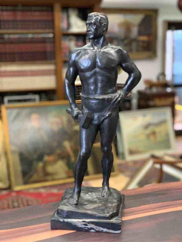 Bronzestatuette eines Handwerkers von August Bischoff