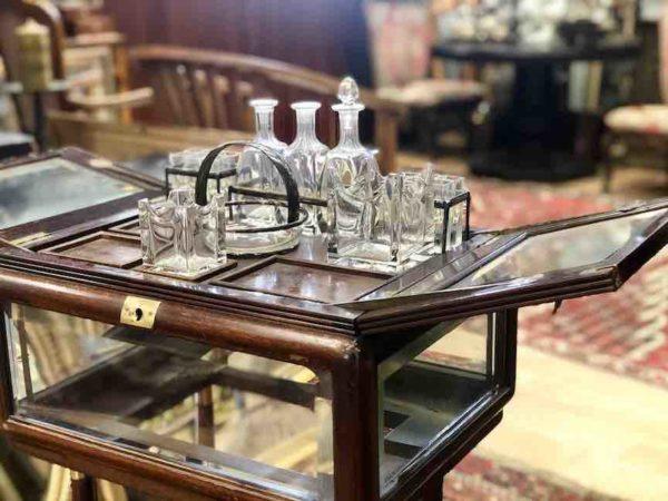 Kleine Bar aus Holz und Glas aus der Epoche des Jugendstil