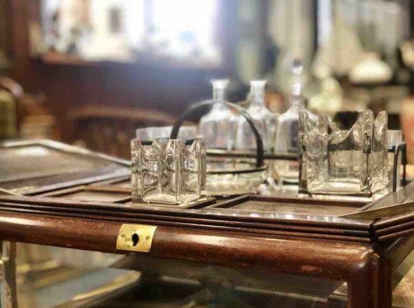 Kleine Bar aus Hols und Glas aus der Epoche des Jugendstil