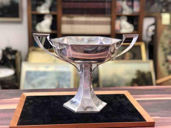 Gefäß aus Silber von der Manufaktur Walker & Hall
