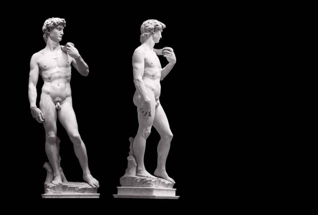 Front- sowie Seitenansicht der David-Statue