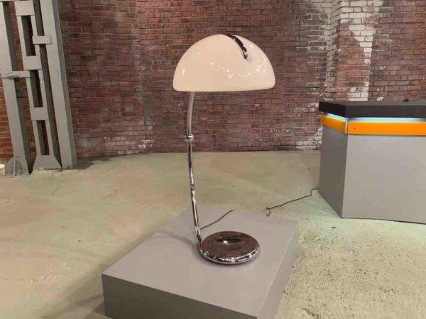 Designer Stehlampe aus Italien von vorne