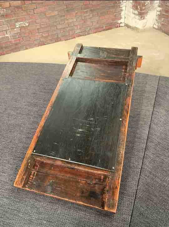 Kleiner Biedermeier Spiegel aus Holz von hinten
