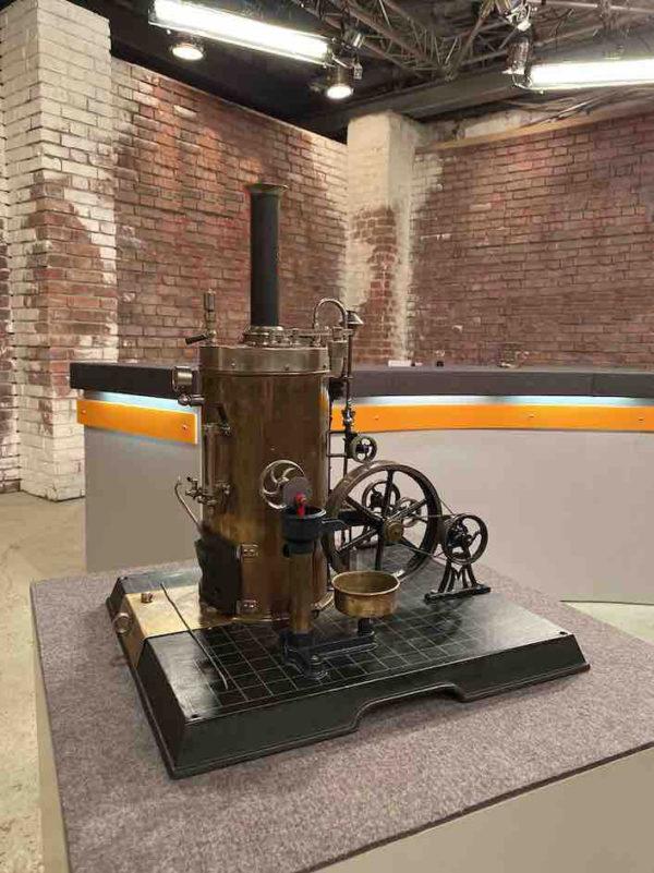 Seitenansicht der Dampfmaschine vom Spielzeughersteller Märklin