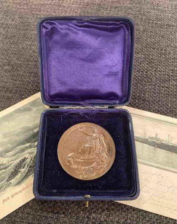 Medaille der Bulgaria mit zwei Postkarten
