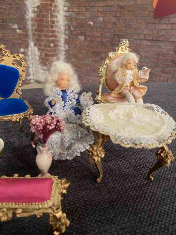 Detailansicht der Puppenmöbel der Firma Szalasi
