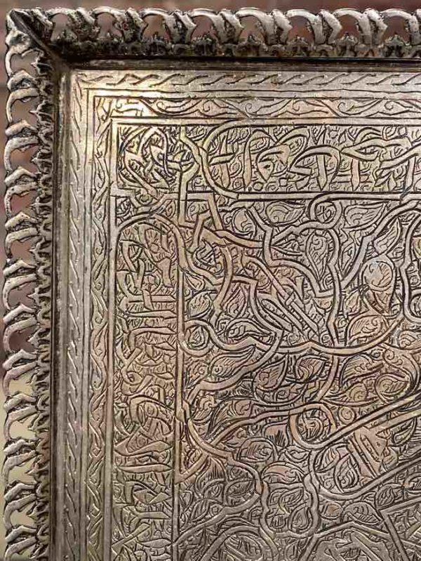 Detaillansicht des eckigen Silber-Tabletts aus Ägypten