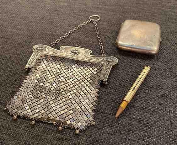 Tasche, Bleistifthalter und Zigarettenetui aus Silber und Gold