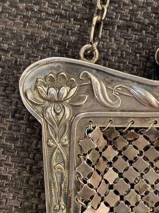 Kleine Tasche aus Silber