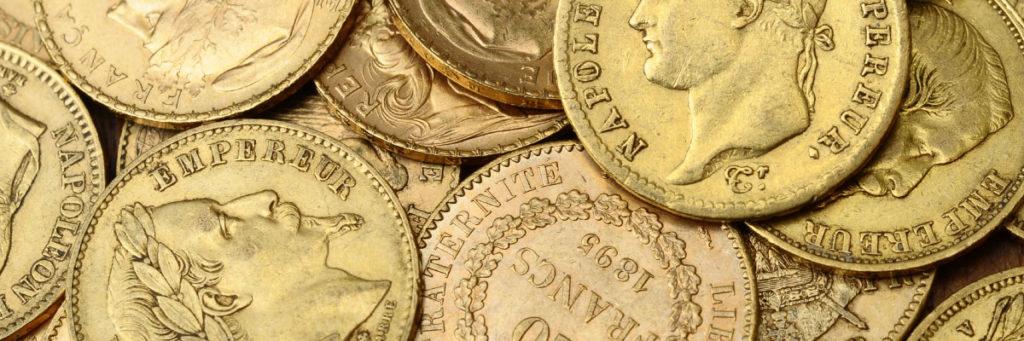 Goldmünzen auf einem Haufen