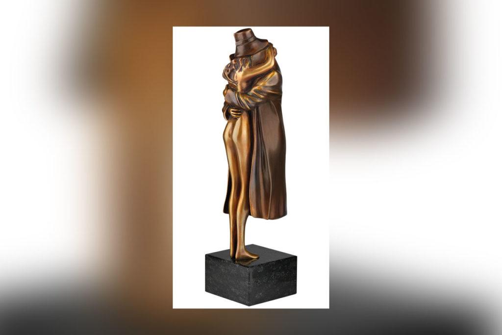 Die Bronzefigur The Kiss von Bruno Bruni