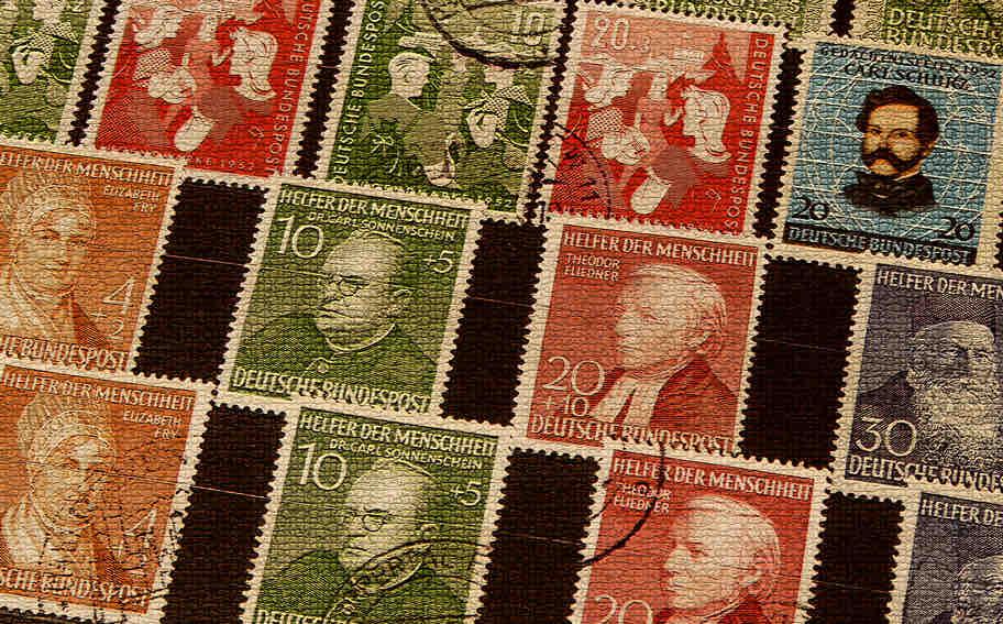 Einige Briefmarken in einem Album