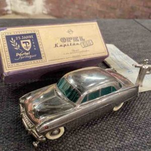 Silbernes Modellauto von Opel
