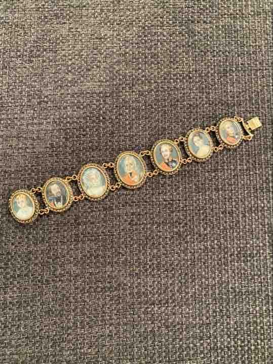 Armband mit Miniaturen von Oben