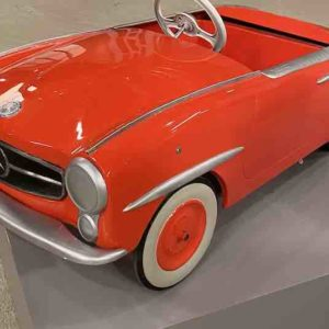 Rotes Tree-Auto Modell Mercedes 190
