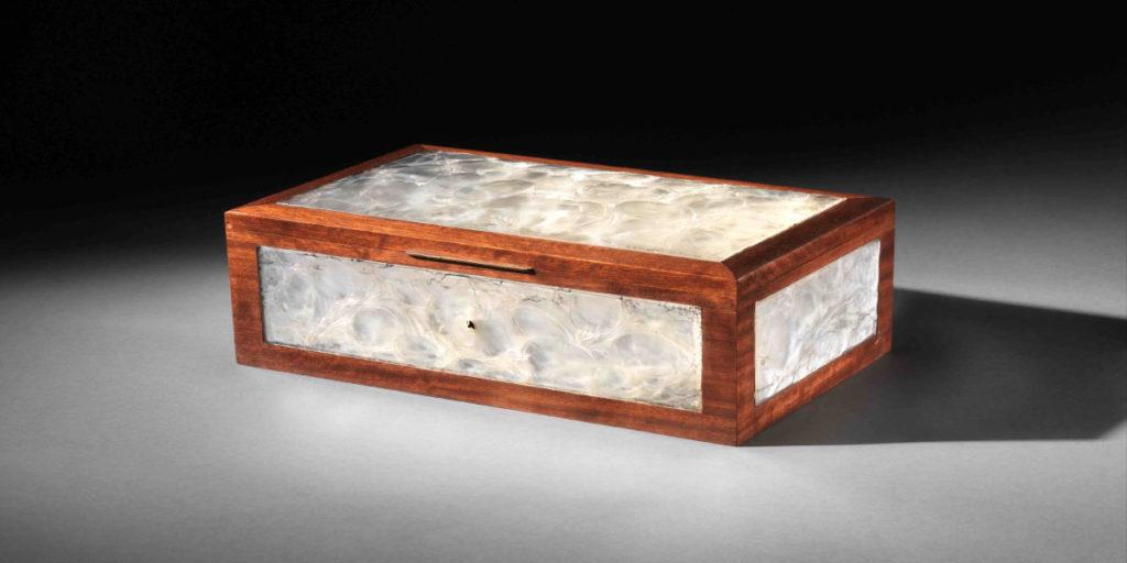 Box mit Glas