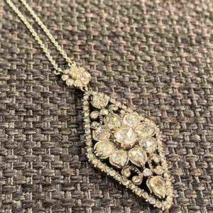 Collier mit Diamanten