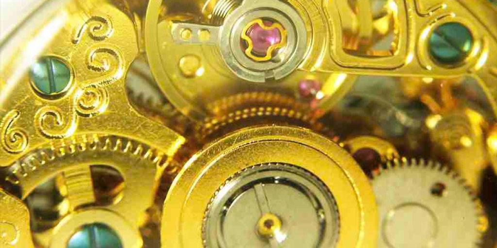 Vergoldetes Uhrwerk von innen