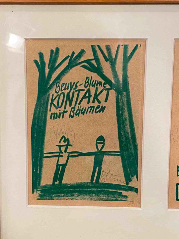 Postkarte mit Abbildung von Beuys und Blume