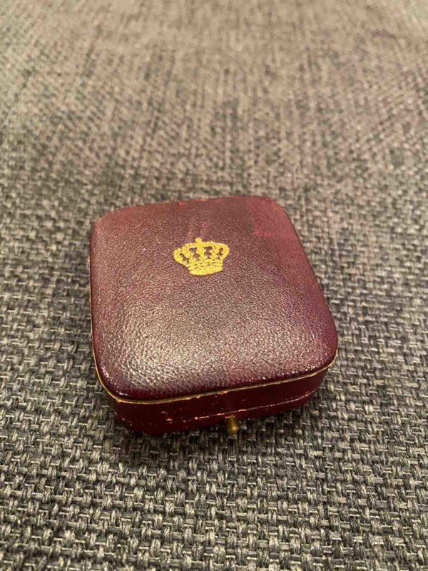 Schatulle der königlichen Brosche