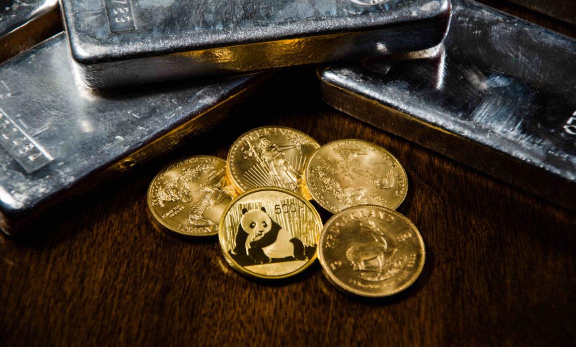 Goldmünzen und Silberbarren