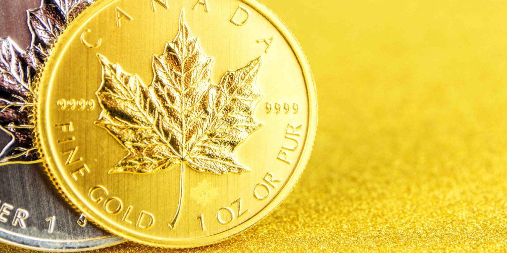 Eine Gold- und eine Silbermünze