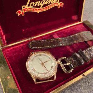 Armbanduhr im Kasten