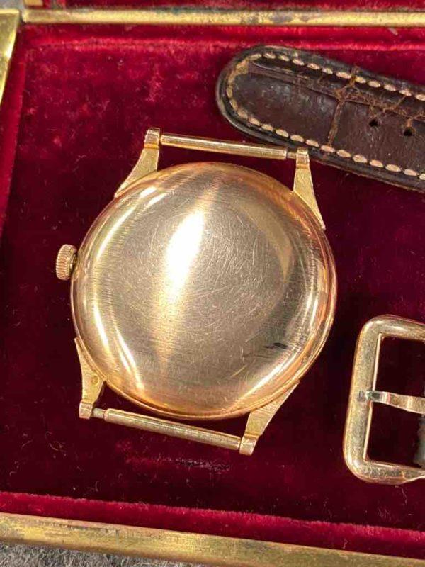 Goldene Rückseite der Longines Armbanduhr