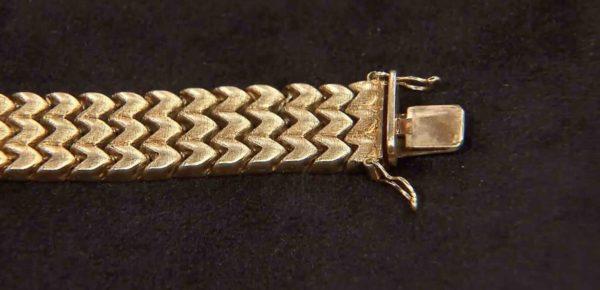Verschluss des goldenen Armbandes