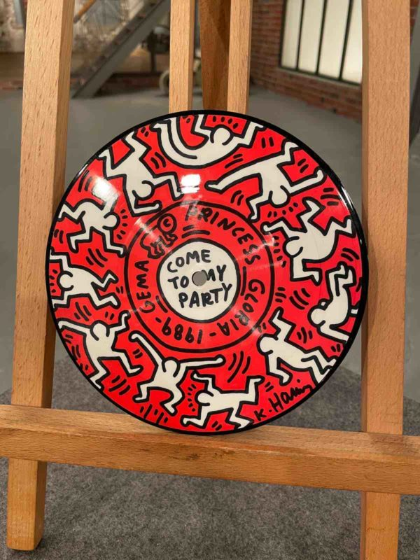 Rote Platte von Keith Harings